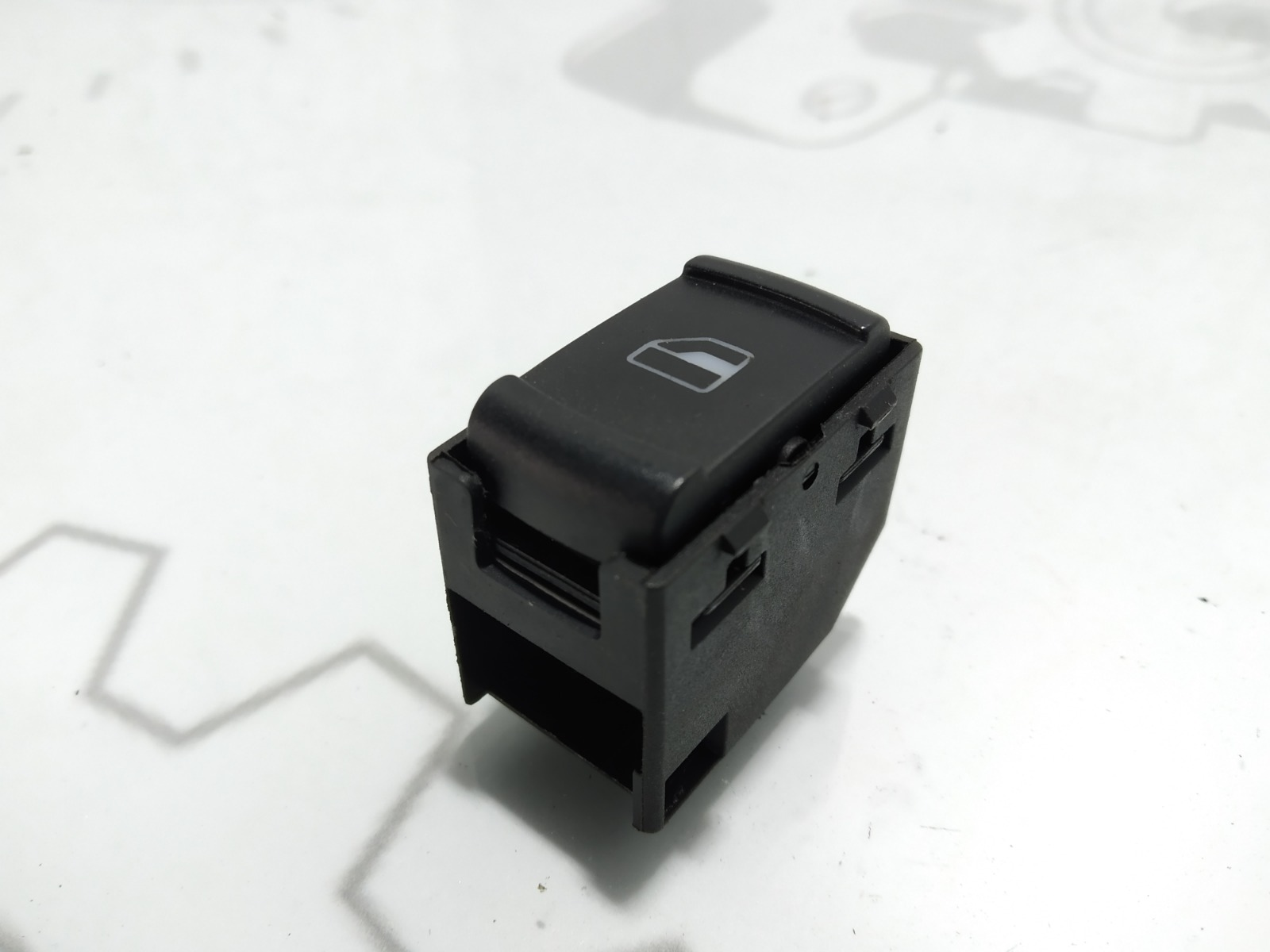 Кнопка стеклоподъемника Skoda Octavia 1.9 TDI 2002 (б/у)