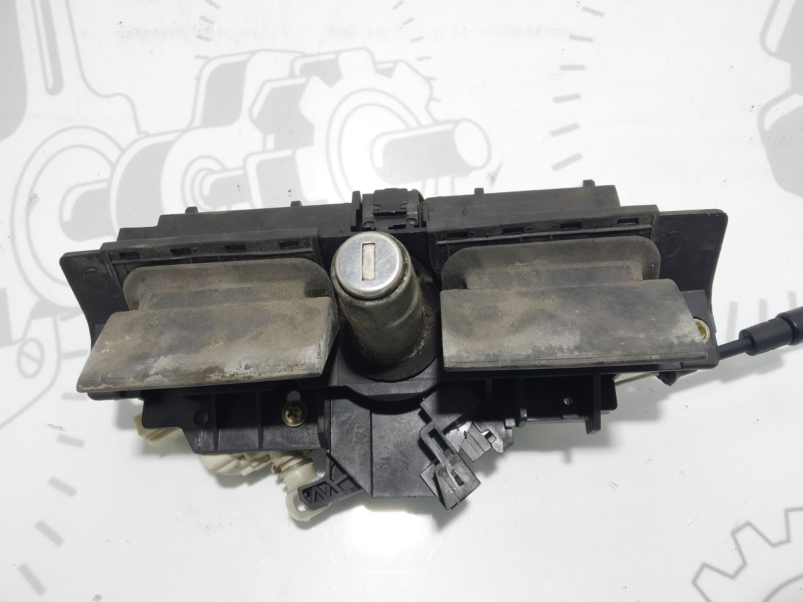 Кнопка открытия багажника Audi A6 C5 2.4 I 2000 (б/у)