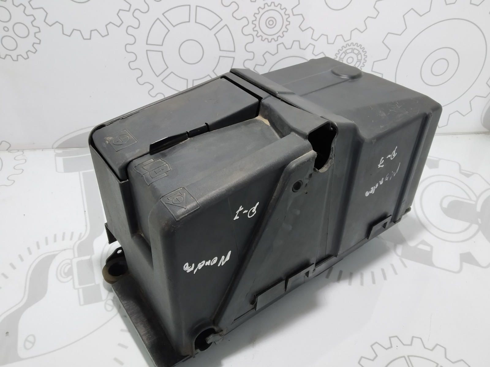 Полка аккумулятора Ford Mondeo 2.0 TDCI 2010 (б/у)