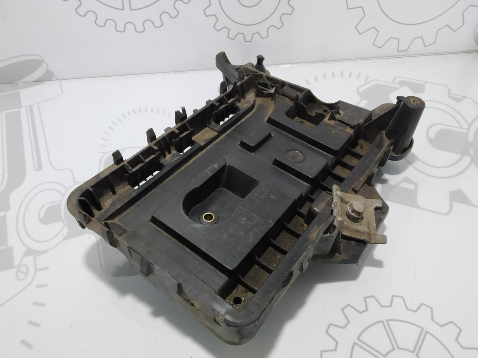 Полка аккумулятора Volkswagen Passat B6 2.0 TDI 2009 (б/у)