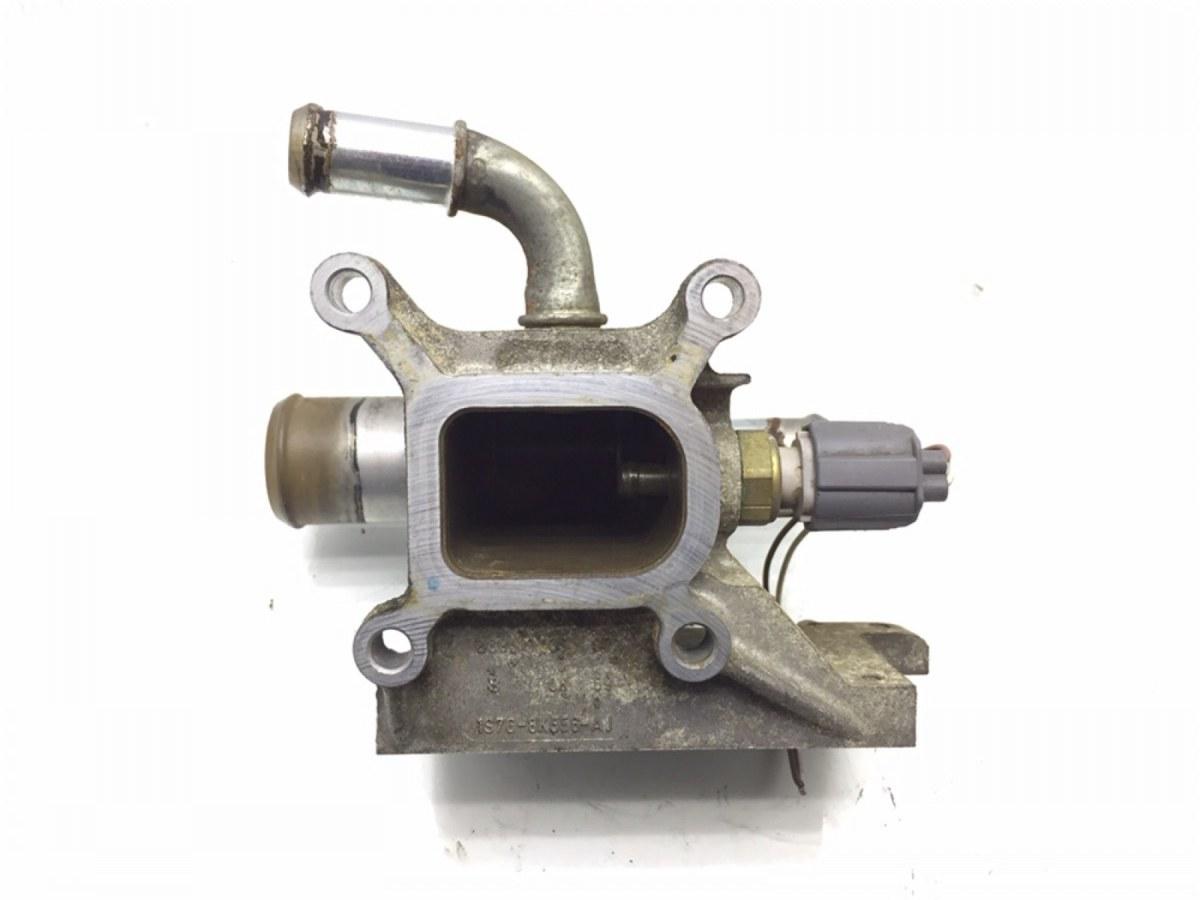 Фланец (тройник) системы охлаждения Ford Focus 1.8 I 2007 (б/у)