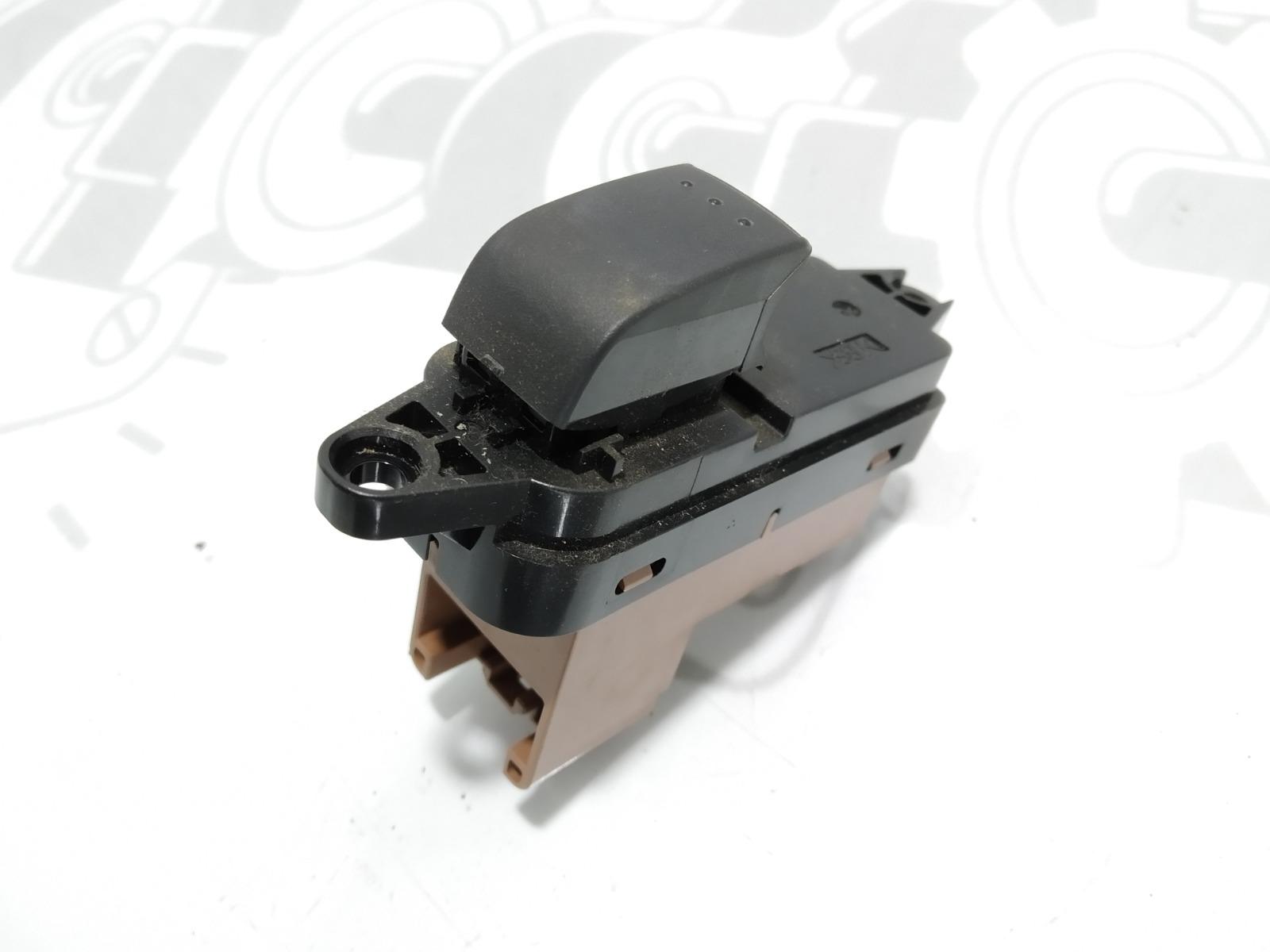 Кнопка стеклоподъемника Mazda 6 2.0 I 2006 (б/у)