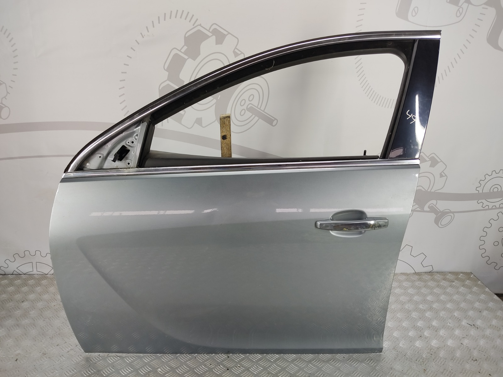 Дверь передняя левая Opel Insignia 2.0 CDTI 2010 (б/у)