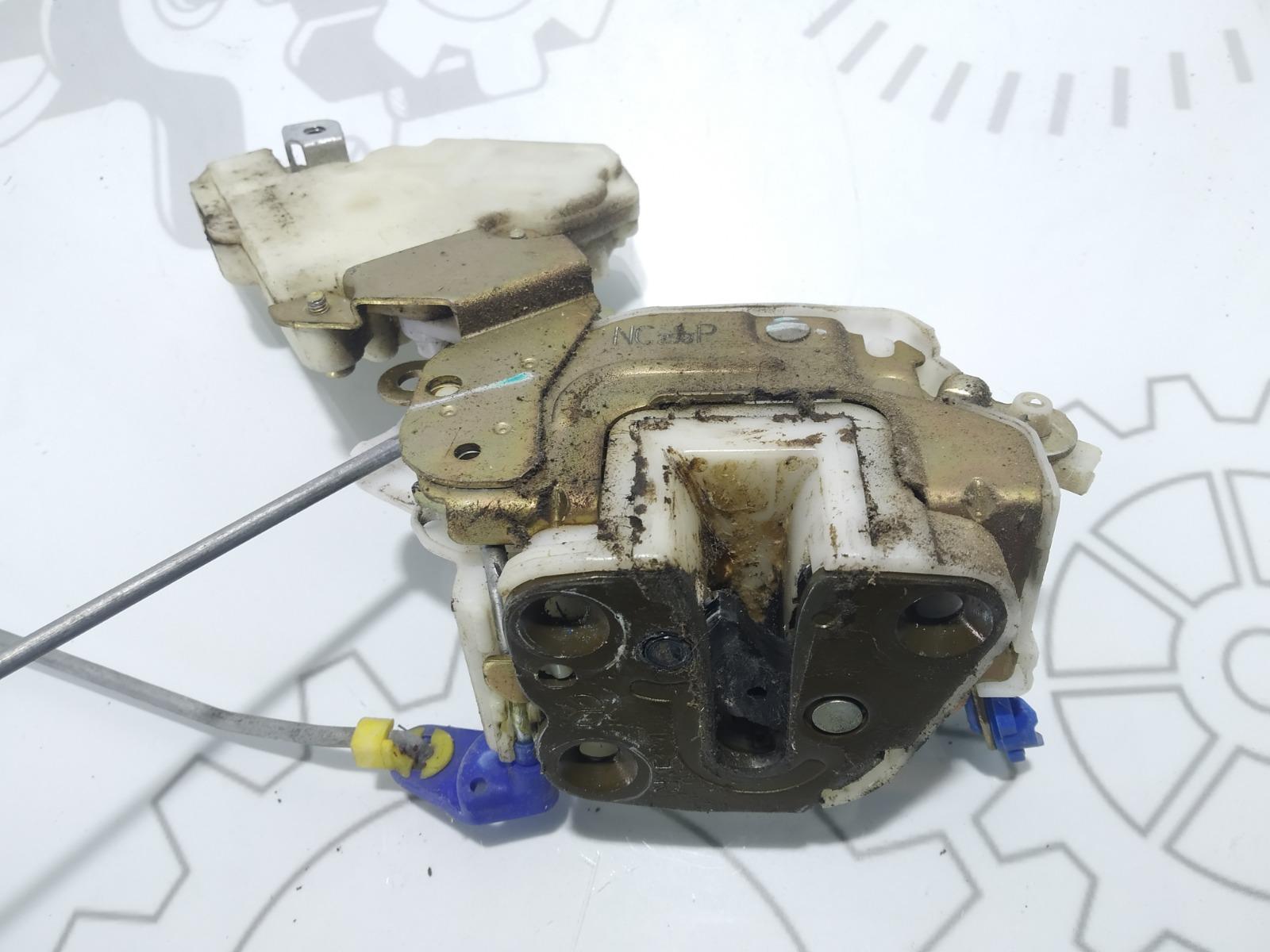 Замок двери передней правой Nissan Vanette C23 2.3 D 2001 (б/у)