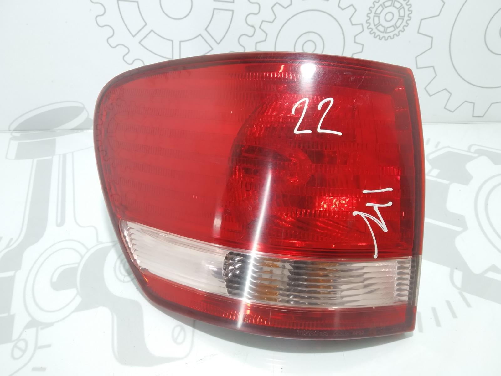 Фонарь задний левый Toyota Avensis Verso 2.0 D-4D 2002 (б/у)