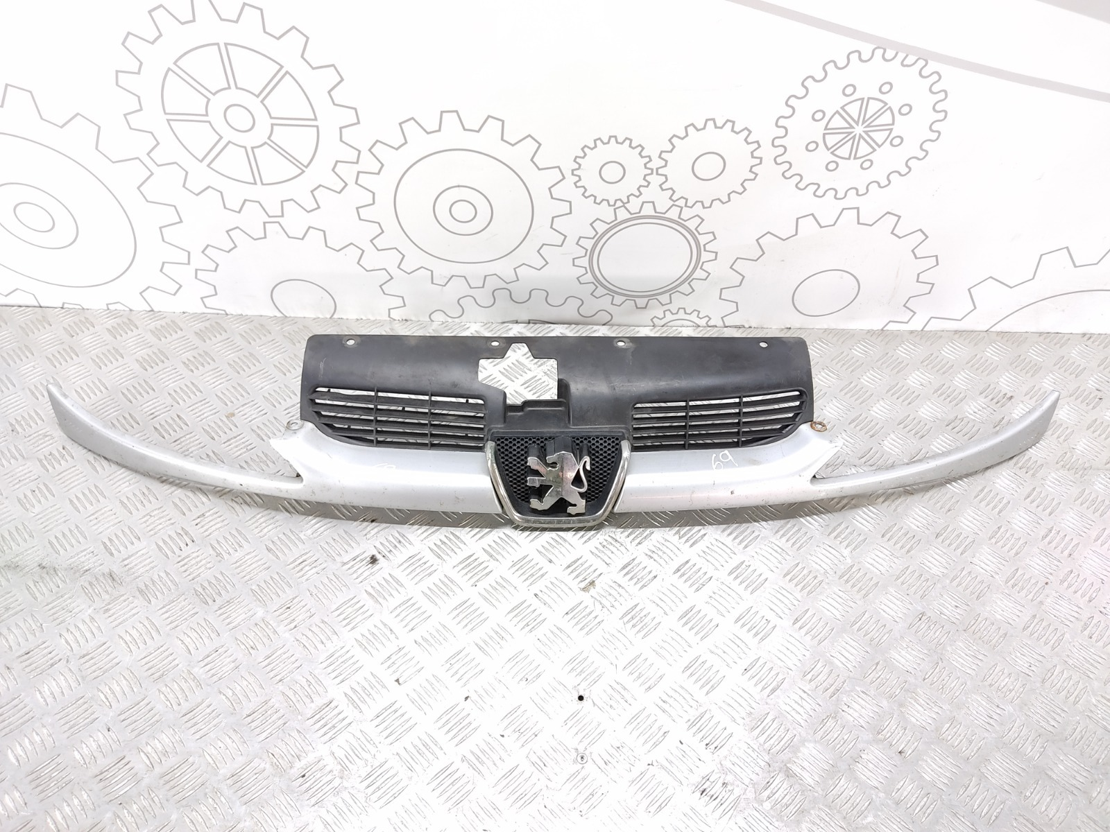 Решетка радиатора Peugeot 206 1.4 HDI 2005 (б/у)