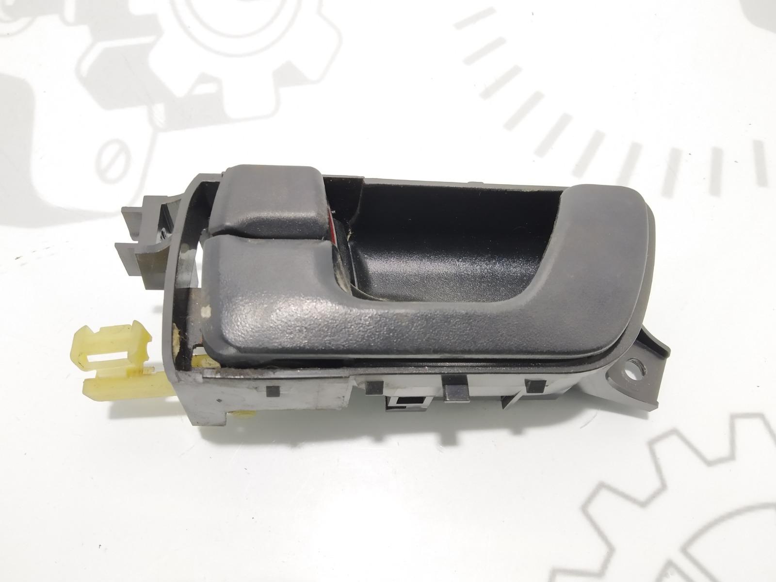 Ручка внутренняя передняя левая Mitsubishi Space Wagon 3 2.4 I 2001 (б/у)