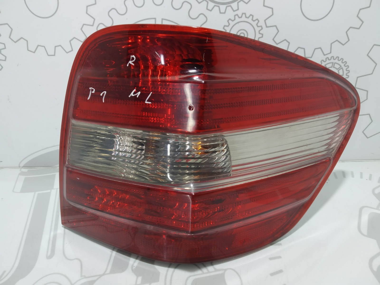 Фонарь задний правый Mercedes Ml W164 3.0 CDI 2006 (б/у)