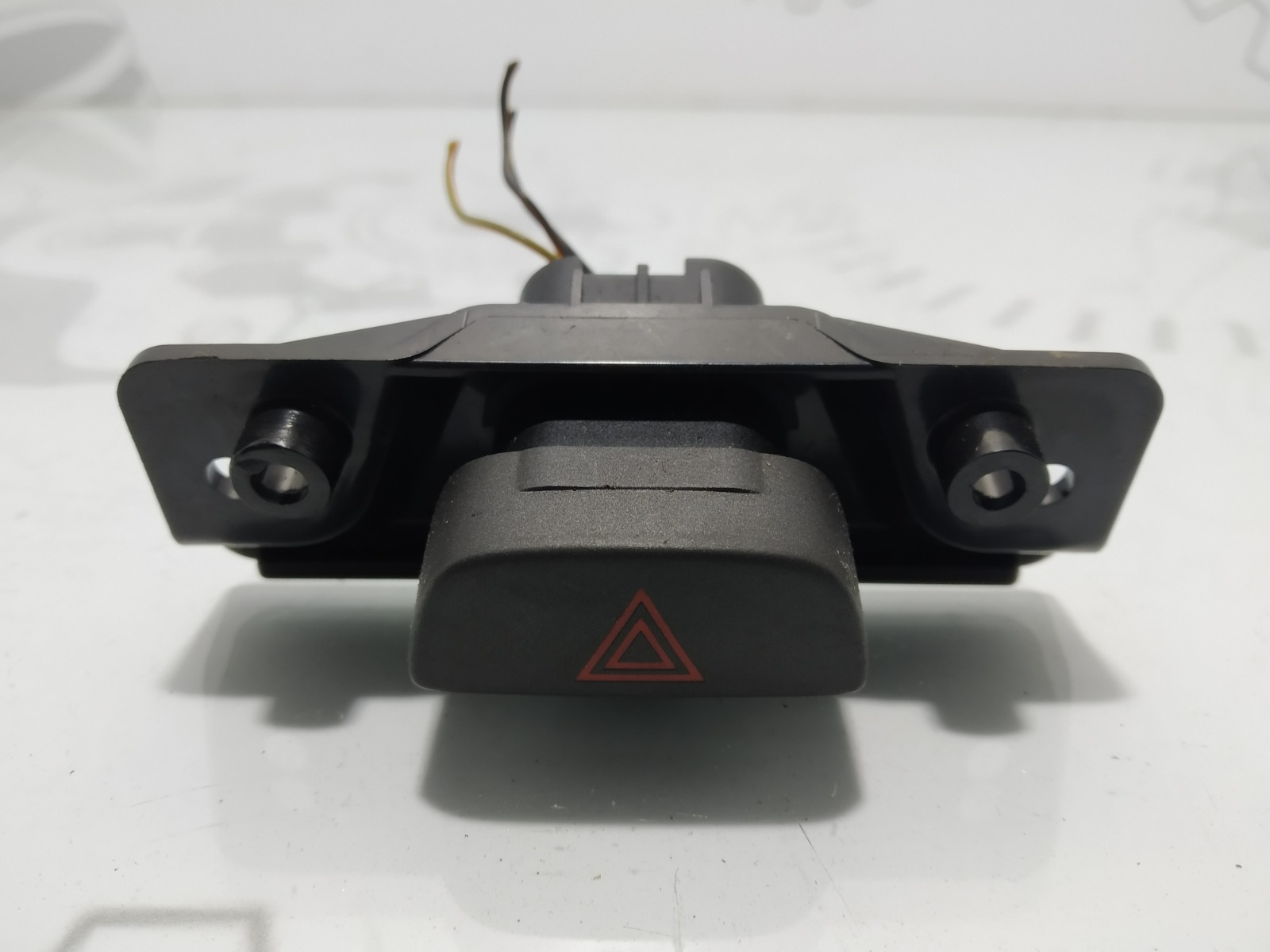 Кнопка аварийной сигнализации Ford Fiesta 1.4 CDTI 2007 (б/у)
