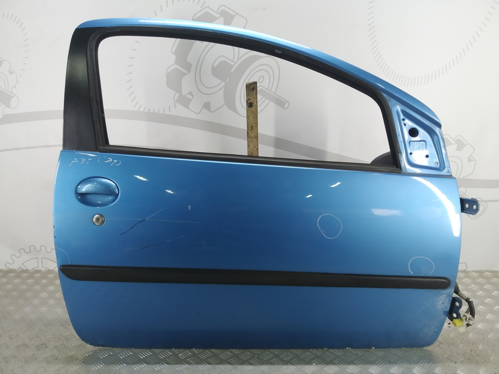 Дверь передняя правая Peugeot 107 1.0 I 2006 (б/у)