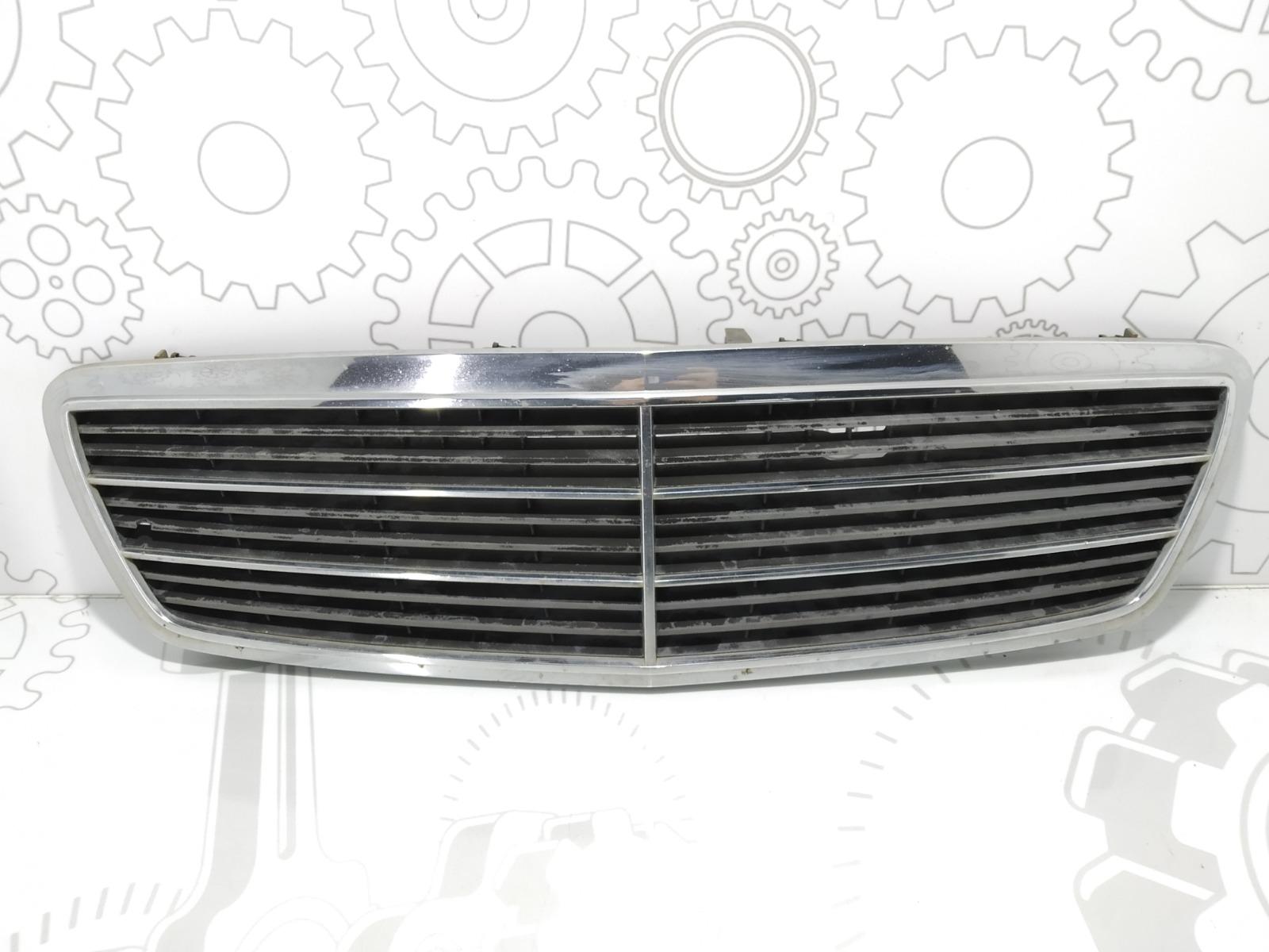 Решетка радиатора Mercedes C W203 1.8 I 2004 (б/у)