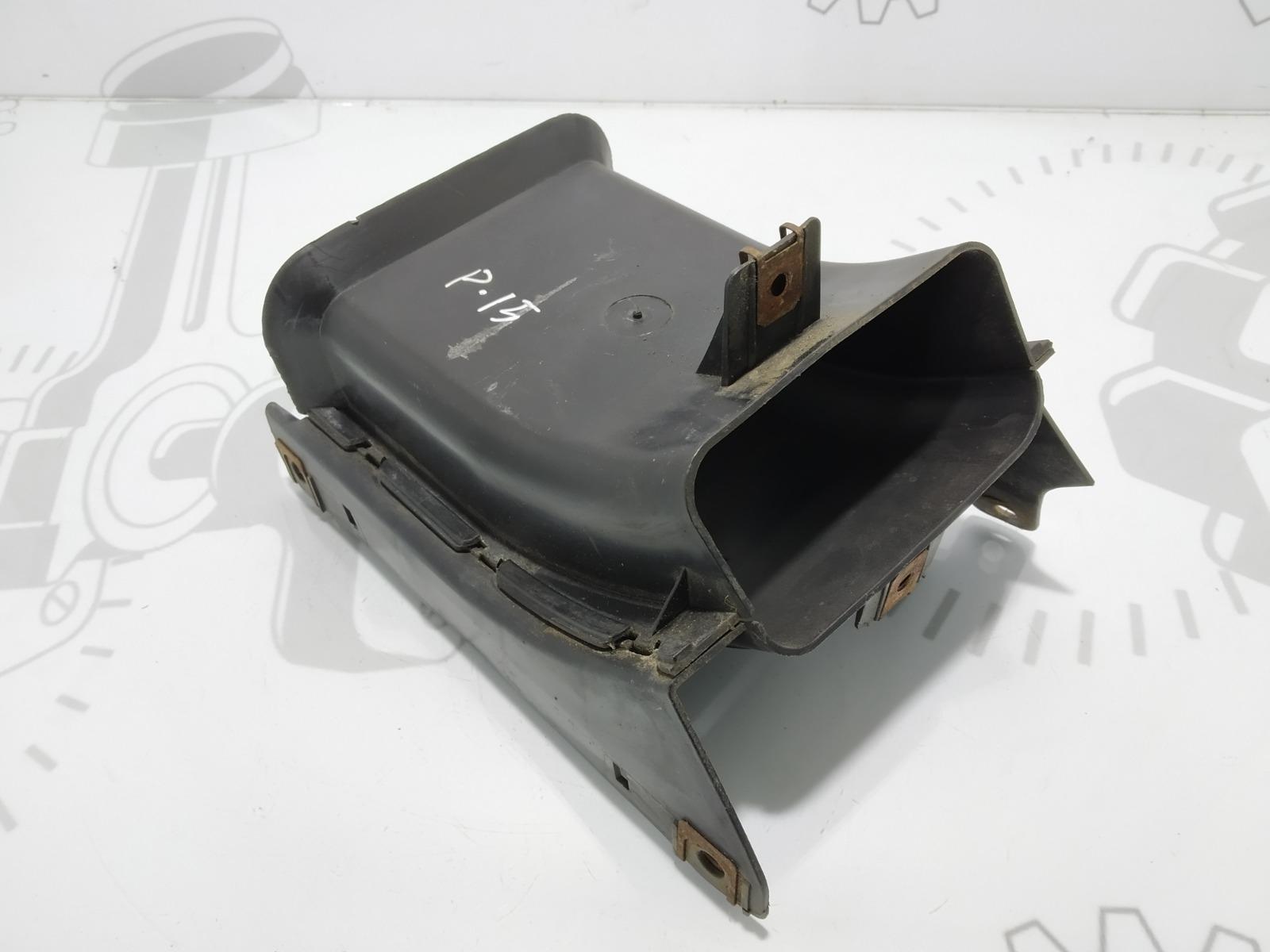 Воздуховод Bmw 5 E60 3.0 I 2004 (б/у)