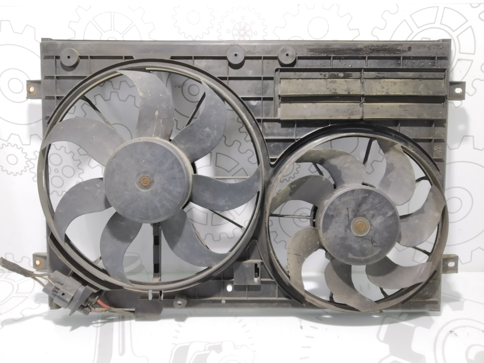 Вентилятор радиатора Volkswagen Passat B6 2.0 TDI 2007 (б/у)