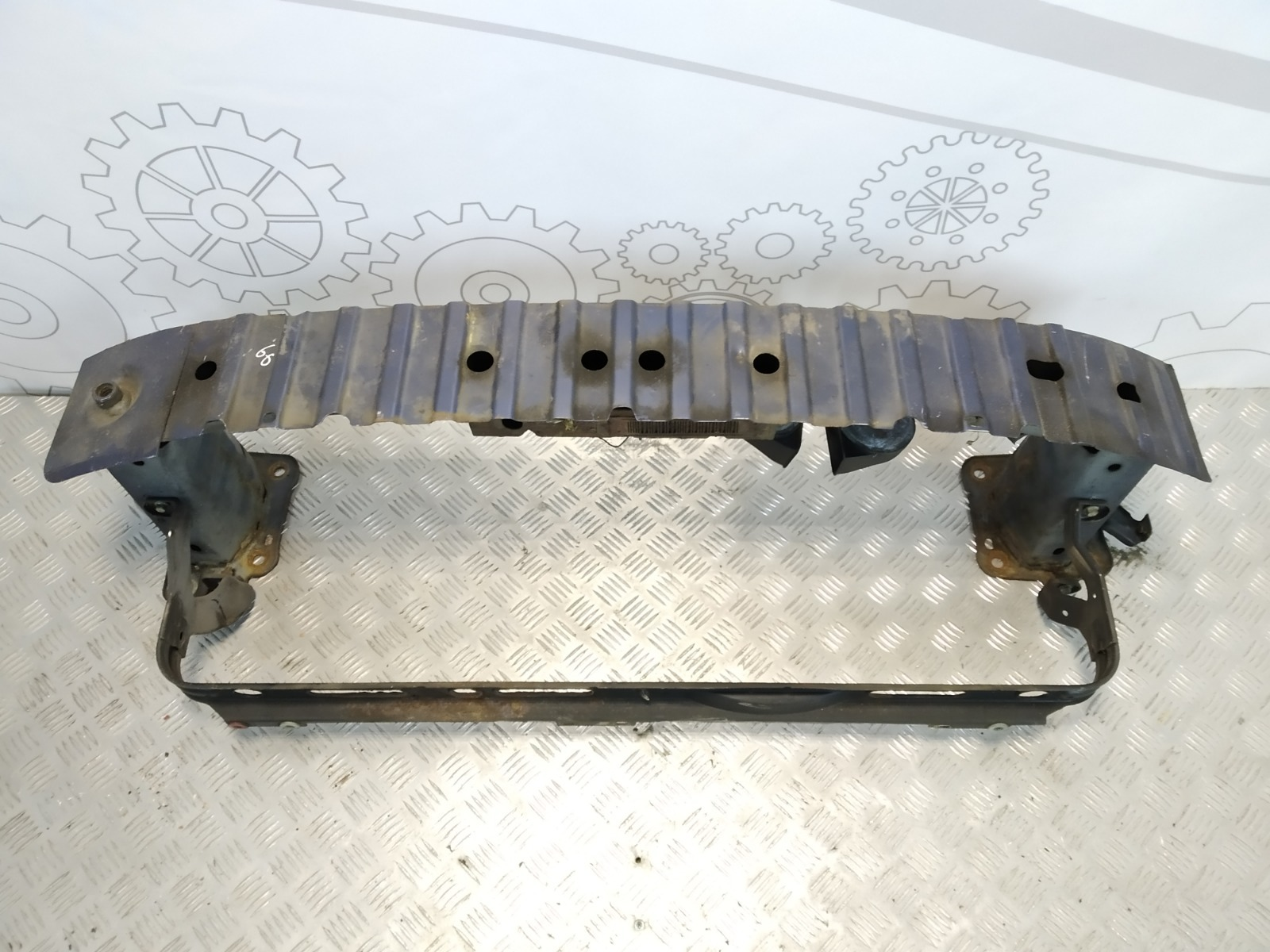 Усилитель бампера переднего Ford Focus 1.6 I 2005 (б/у)