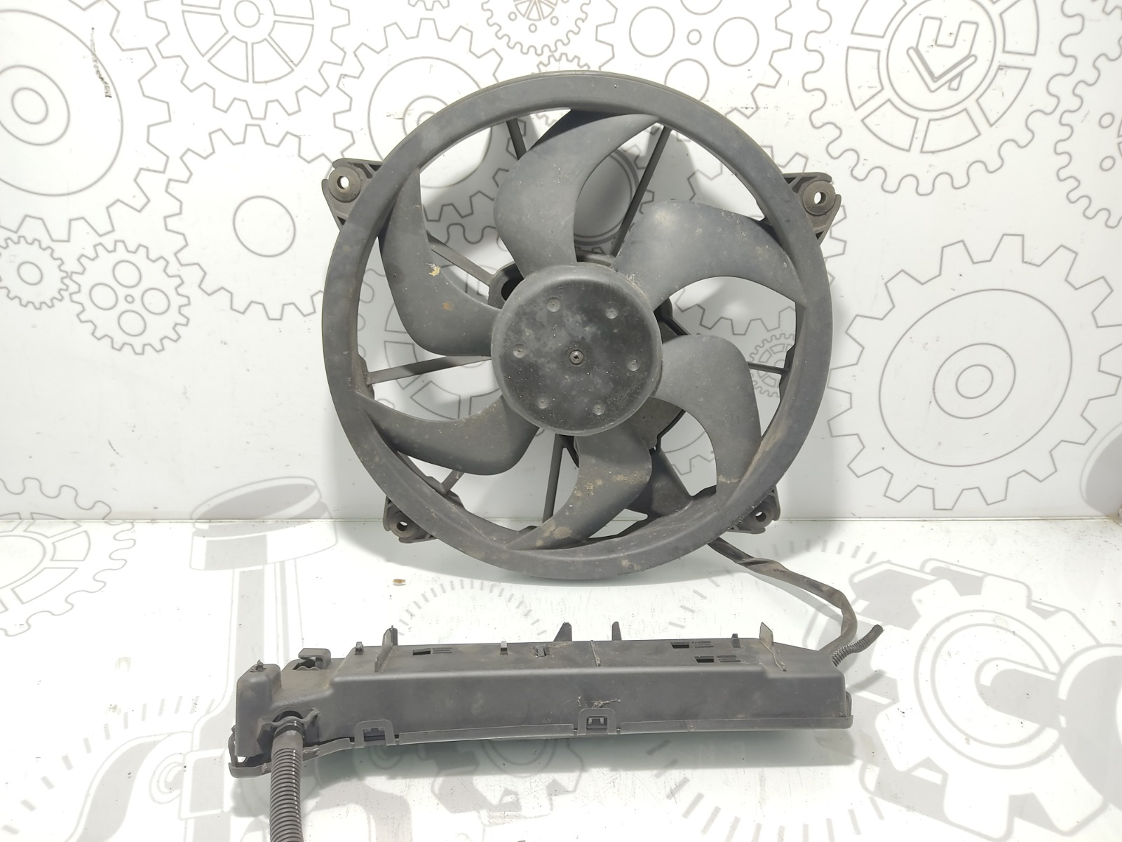 Вентилятор радиатора Peugeot 407 2.0 HDI 2010 (б/у)