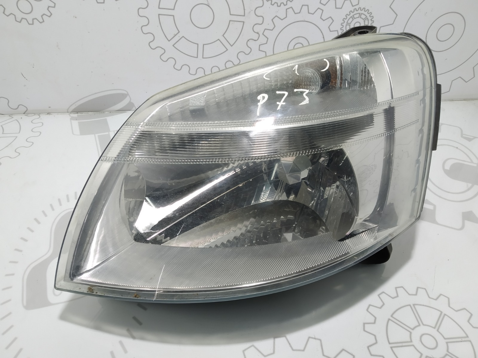 Фара левая Peugeot Partner 2.0 HDI 2003 (б/у)