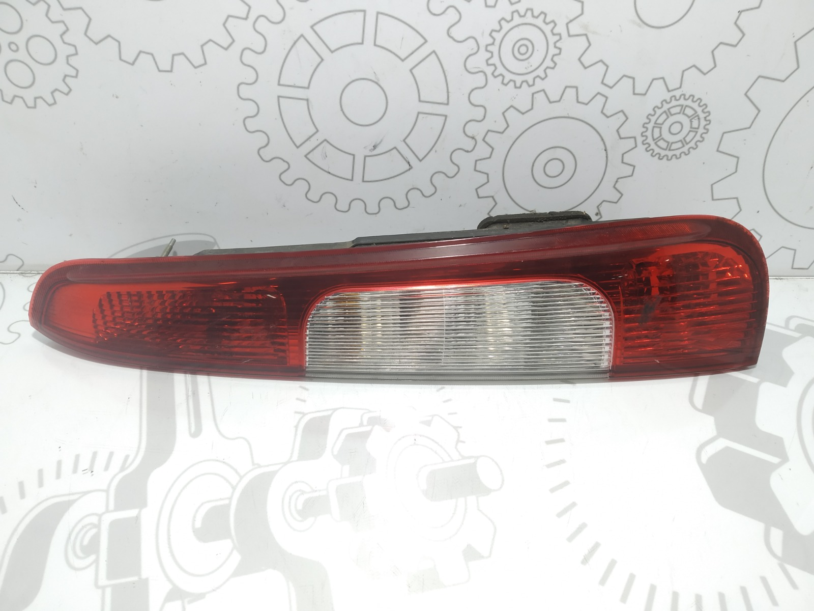 Фонарь задний правый Ford C-Max 1.6 I 2005 (б/у)