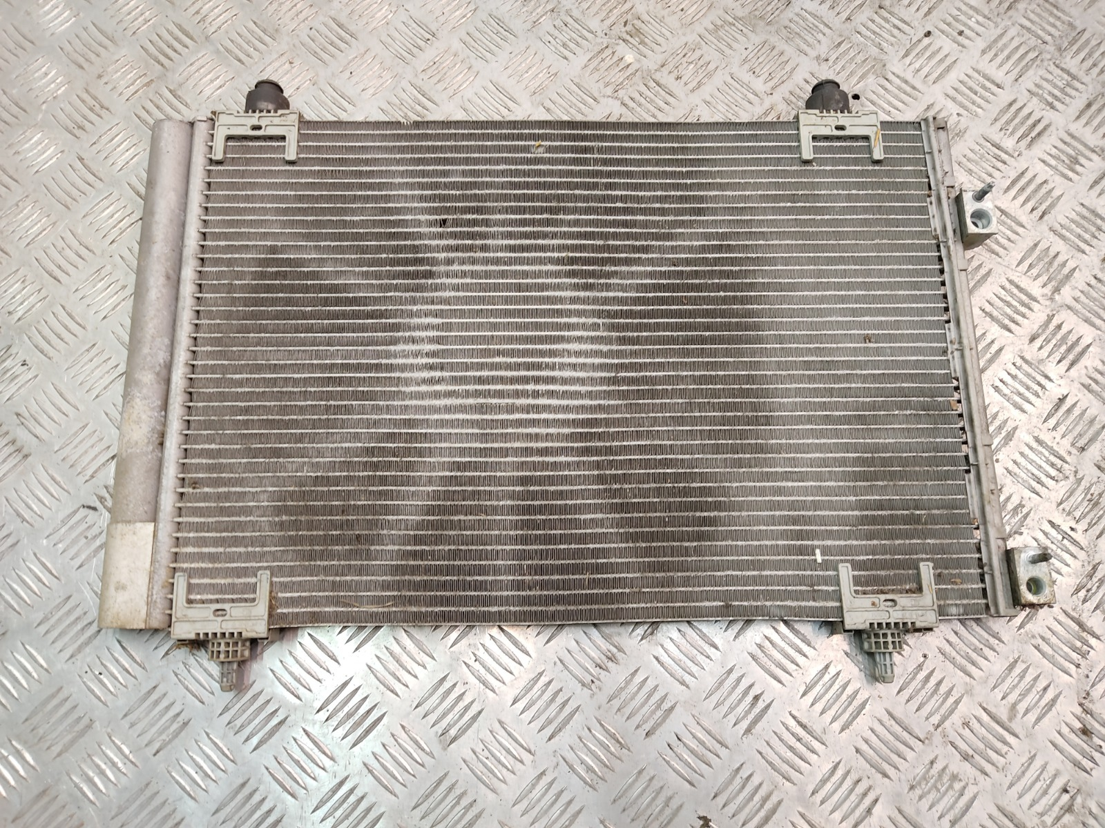 Радиатор кондиционера Peugeot 308 T7 1.4 I 2010 (б/у)