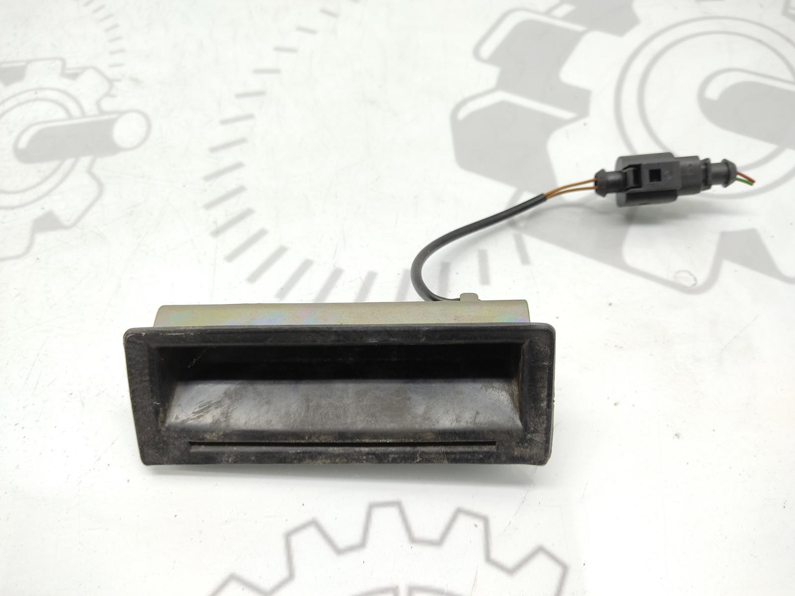 Кнопка открытия багажника Volkswagen Bora 2.0 I 2002 (б/у)