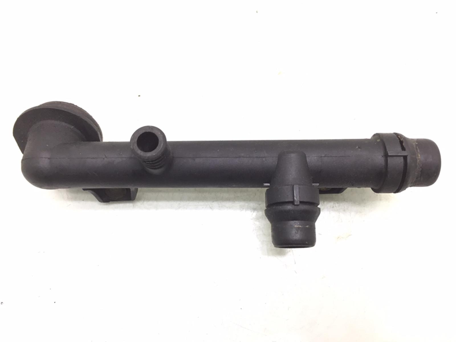 Трубка охлаждающей жидкости пластиковая Bmw 3 E46 1.9 I 1999 (б/у)