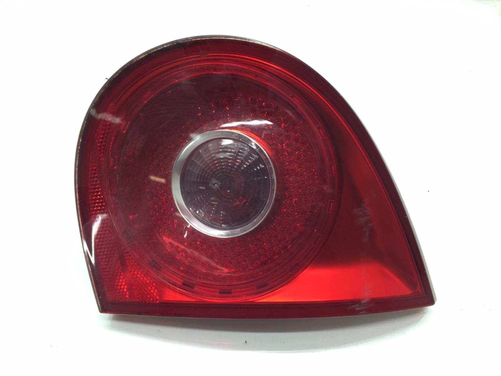 Фонарь крышки багажника правый Volkswagen Golf 5 1.6 FSI 2005 (б/у)