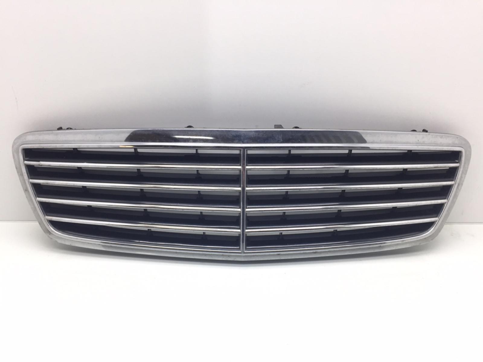 Решетка радиатора Mercedes C W203 2.6 I 2003 (б/у)