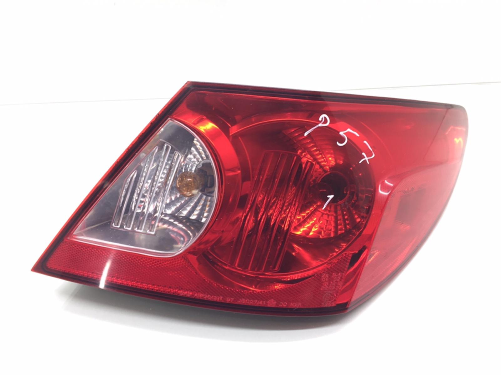 Фонарь задний правый Chrysler Sebring 3 2.0 CRD 2007 (б/у)
