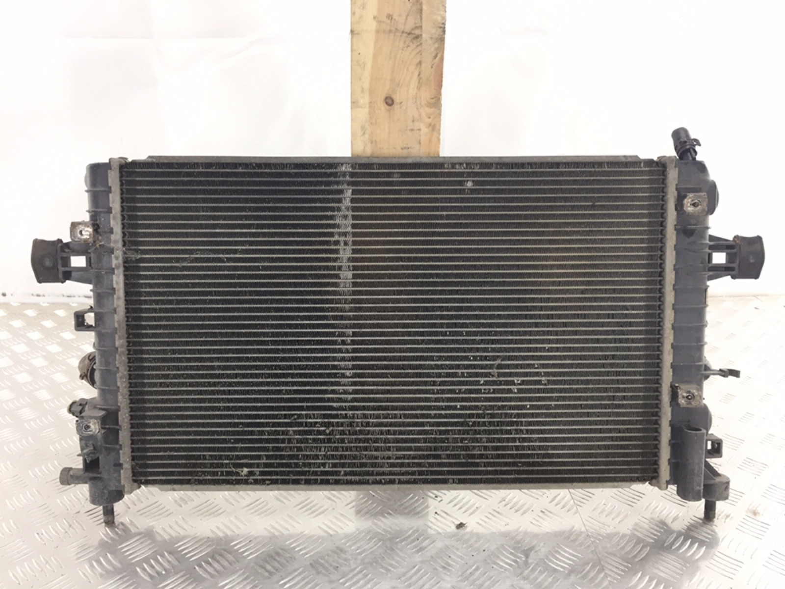 Радиатор (основной) Opel Zafira B 1.6 I 2010 (б/у)