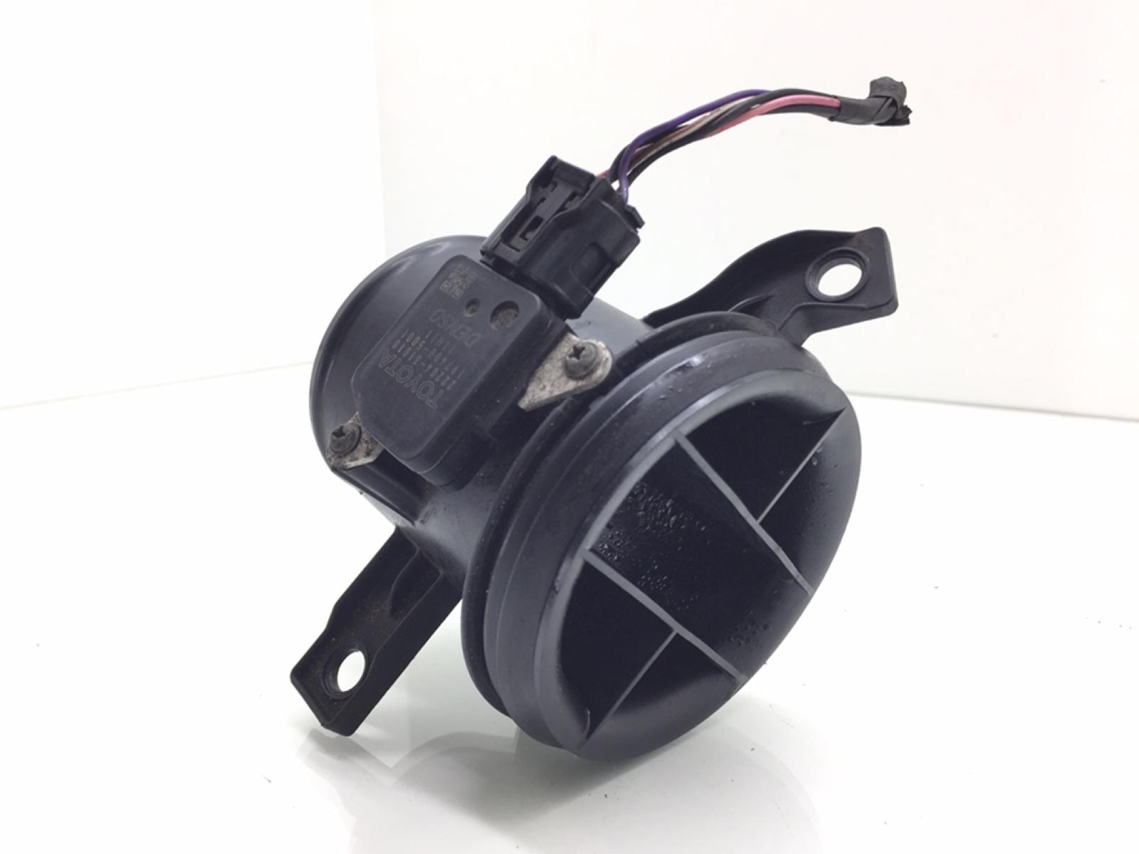 Расходомер воздуха Toyota Auris 1.6 I 2007 (б/у)