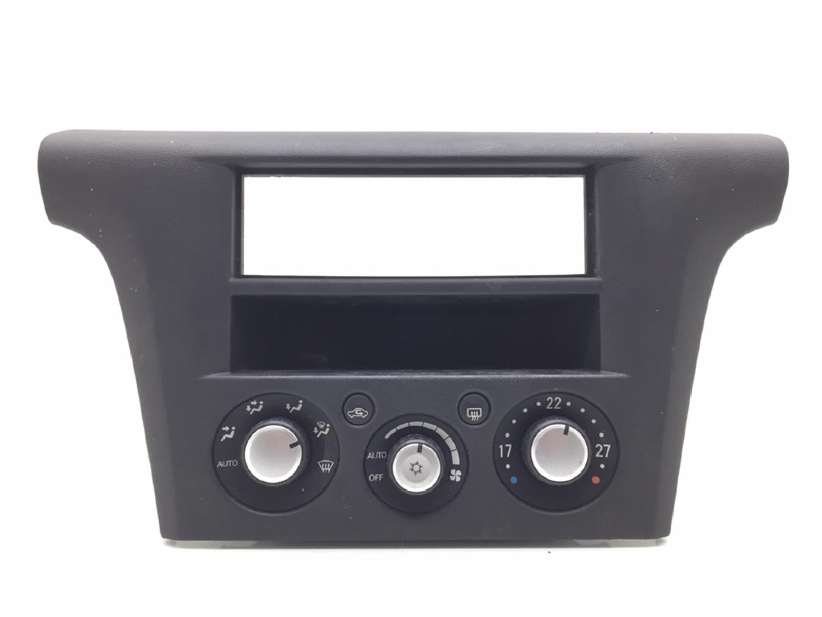 Блок управления печки/климат-контроля Mitsubishi Outlander 2.4 I 2004 (б/у)