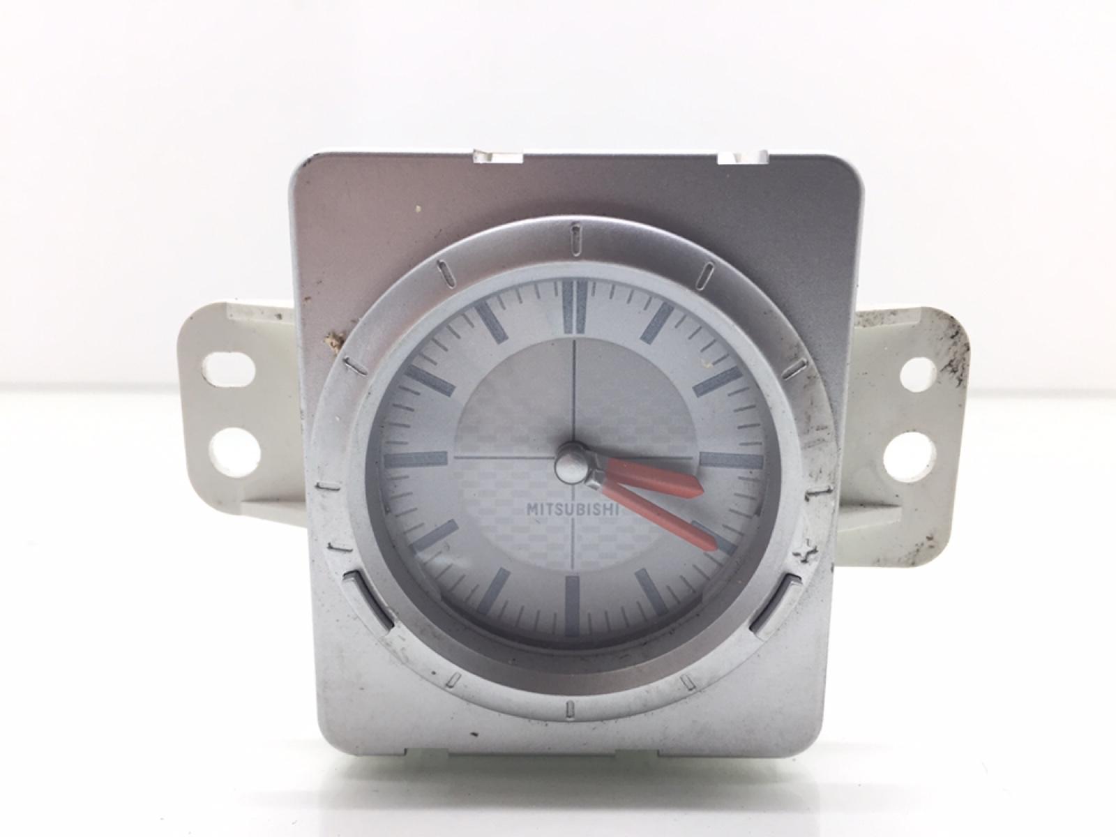 Часы Mitsubishi Outlander 2.4 I 2004 (б/у)