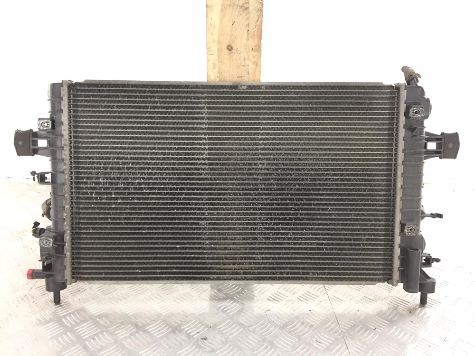 Радиатор (основной) Opel Zafira B 1.6 I 2007 (б/у)