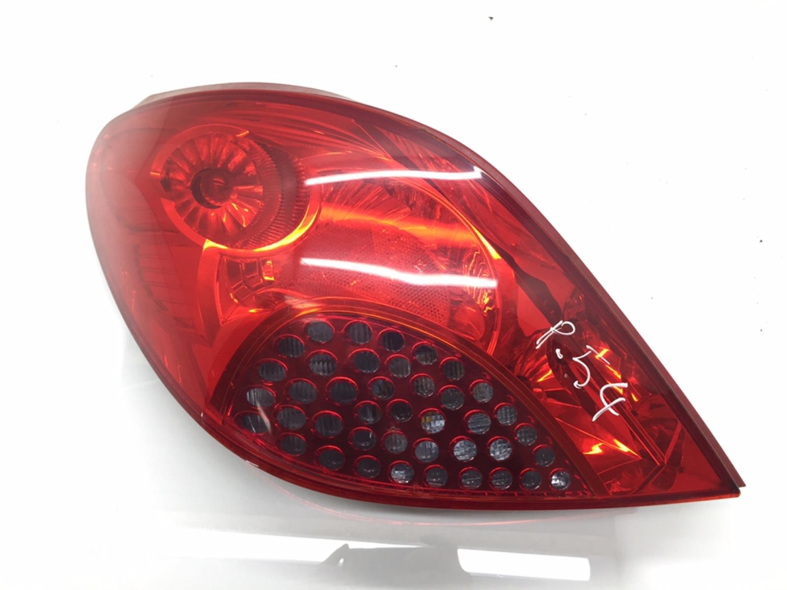 Фонарь задний левый Peugeot 207 1.6 I 2007 (б/у)
