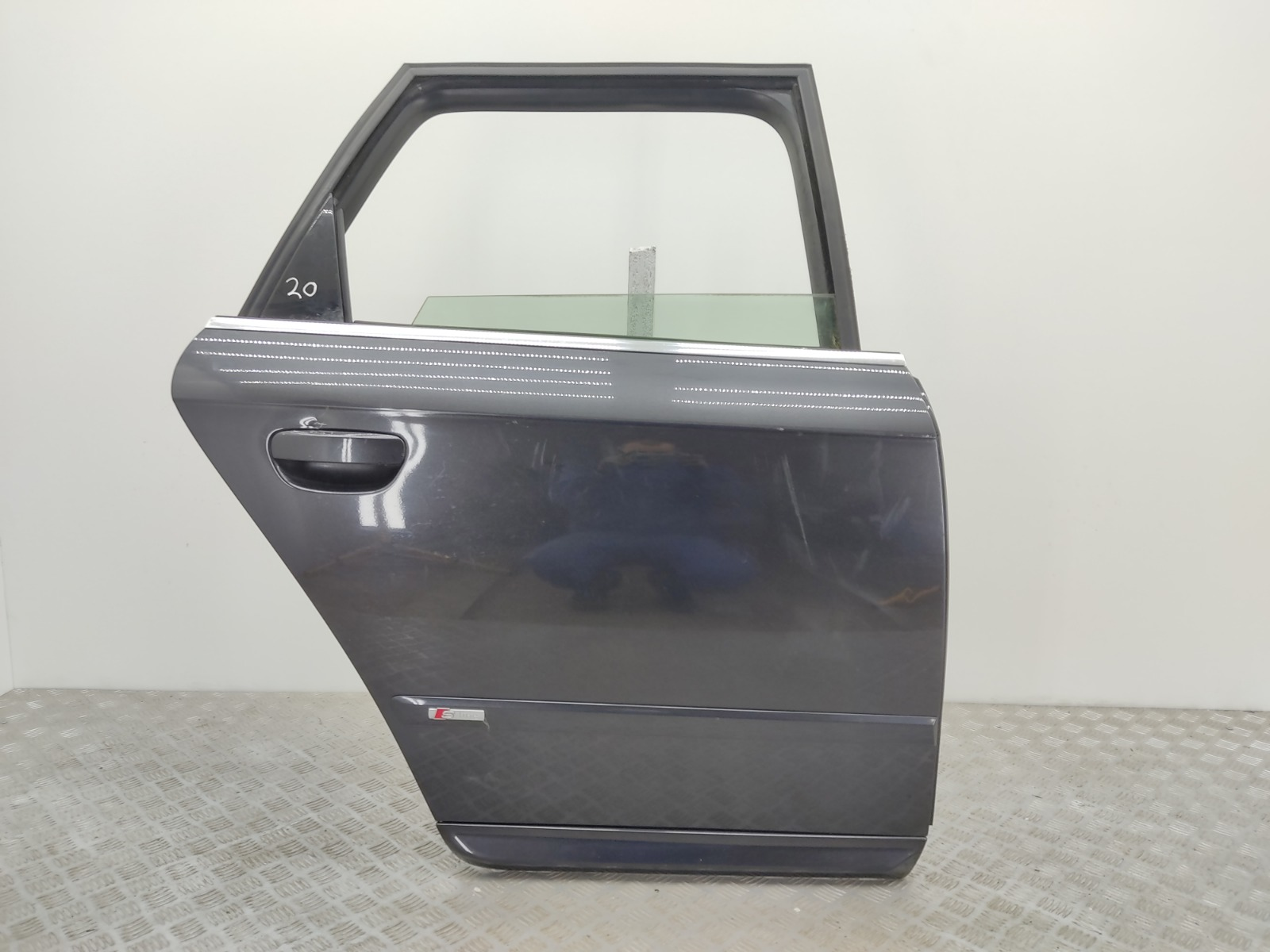 Дверь задняя правая Audi A4 B7 2.0 TDI 2008 (б/у)