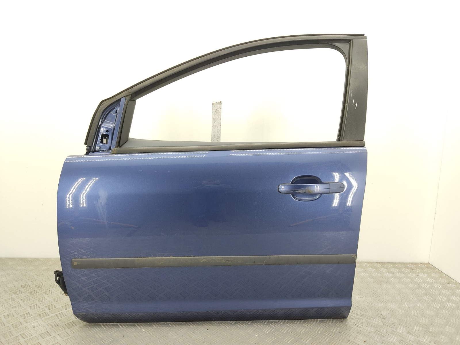 Дверь передняя левая Ford Focus 1.6 I 2005 (б/у)