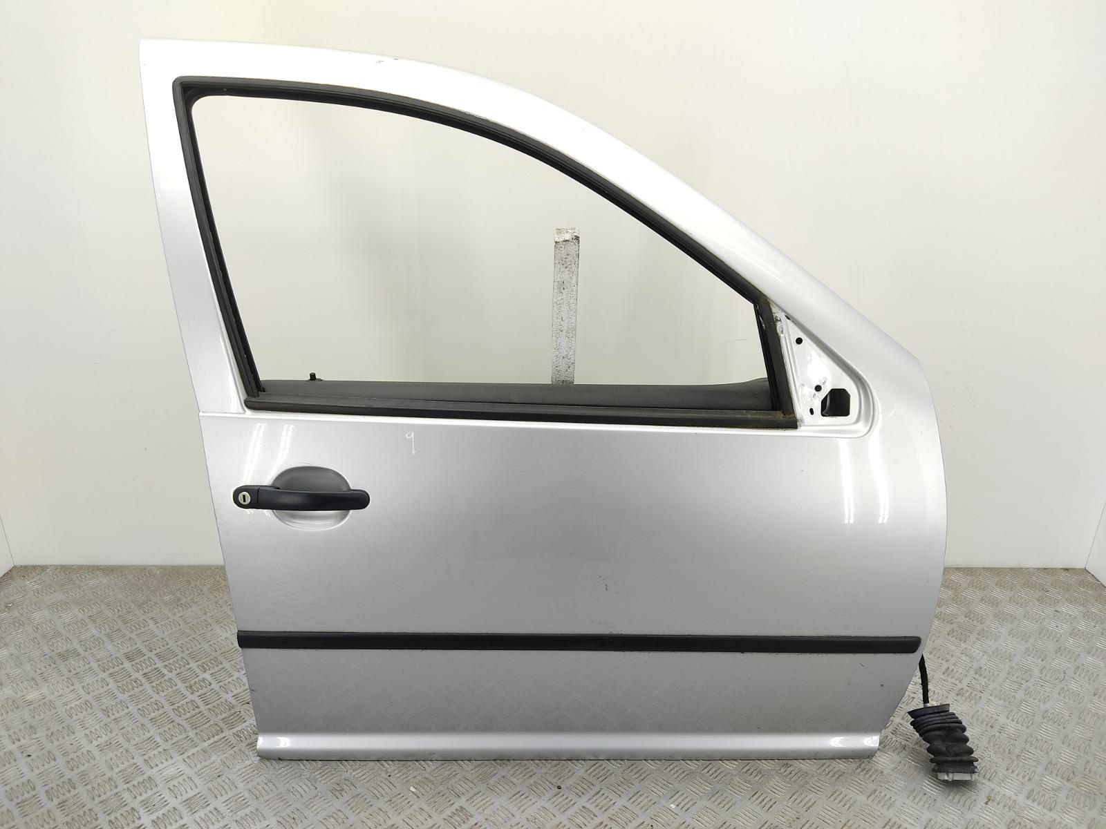 Дверь передняя правая Volkswagen Golf 4 1.4 I 2002 (б/у)