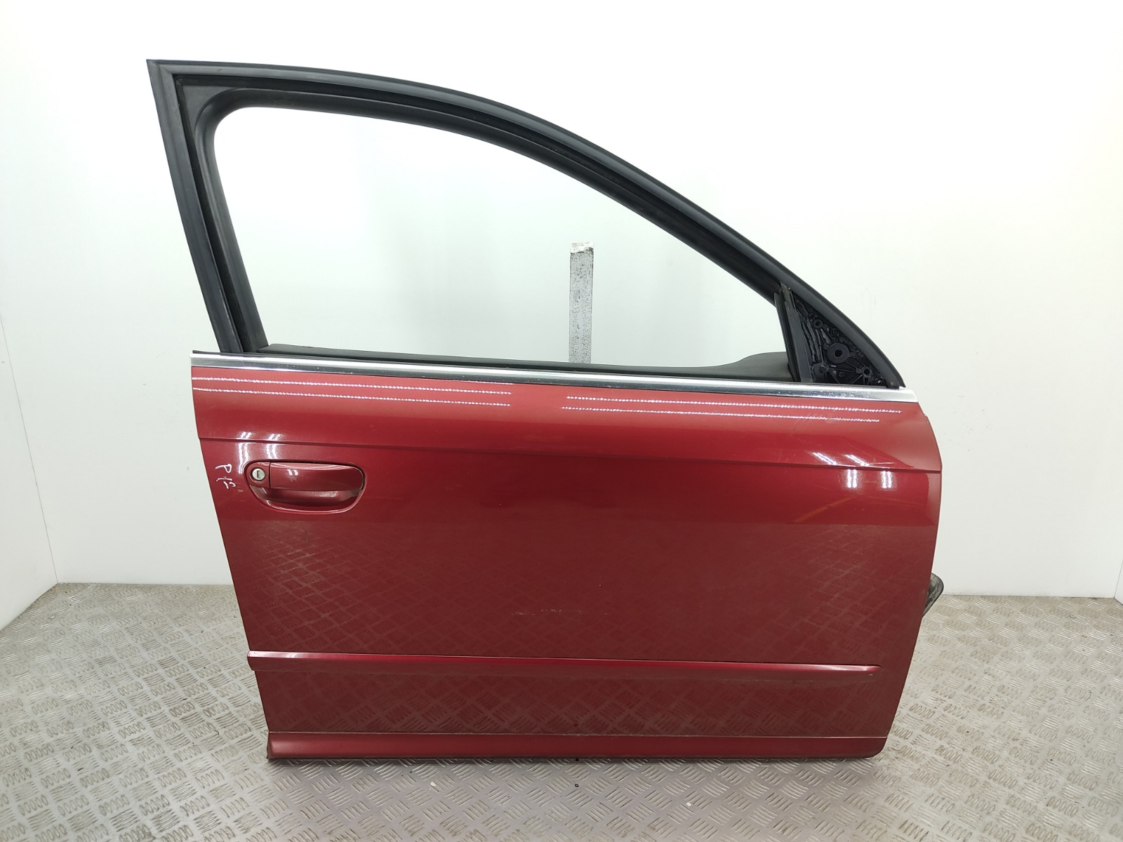 Дверь передняя правая Audi A4 B7 3.0 TDI 2006 (б/у)