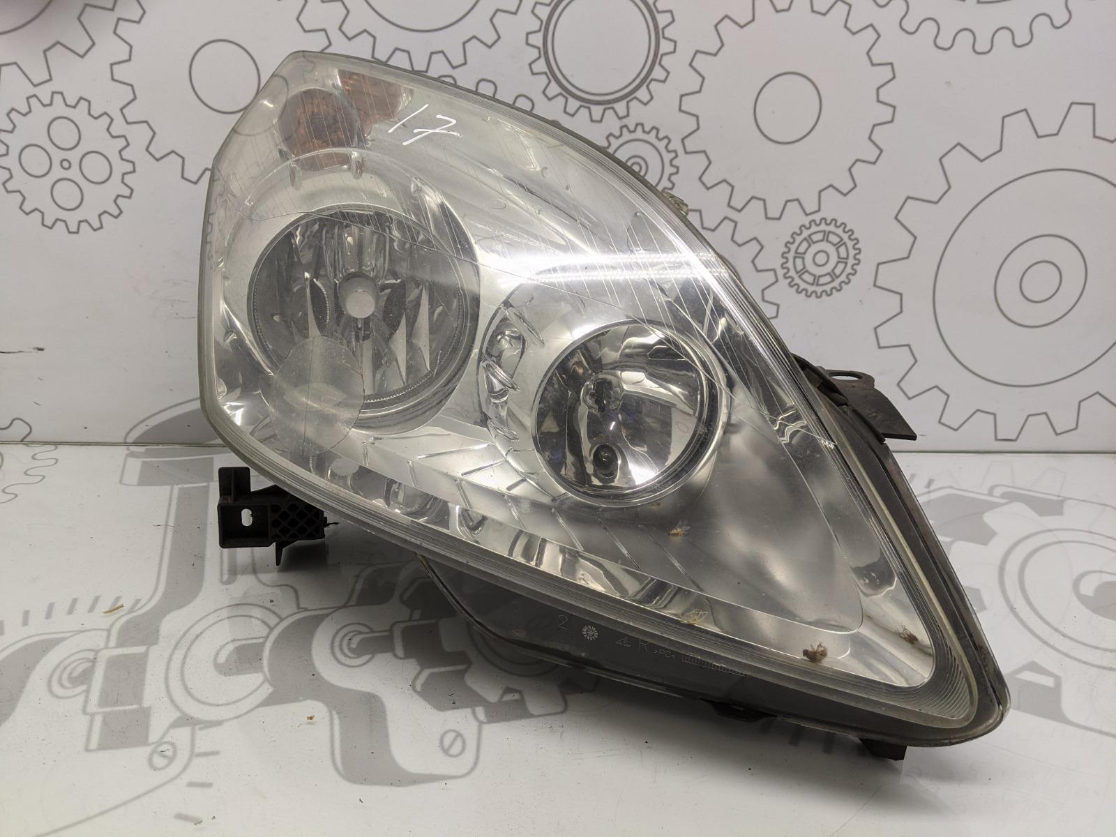 Фара правая Opel Zafira B 1.6 I 2009 (б/у)