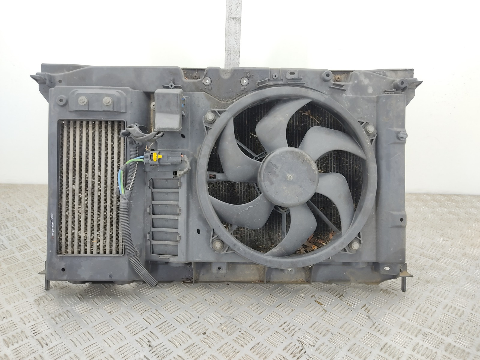Панель передняя (телевизор) Peugeot Partner 1.6 HDI 2008 (б/у)