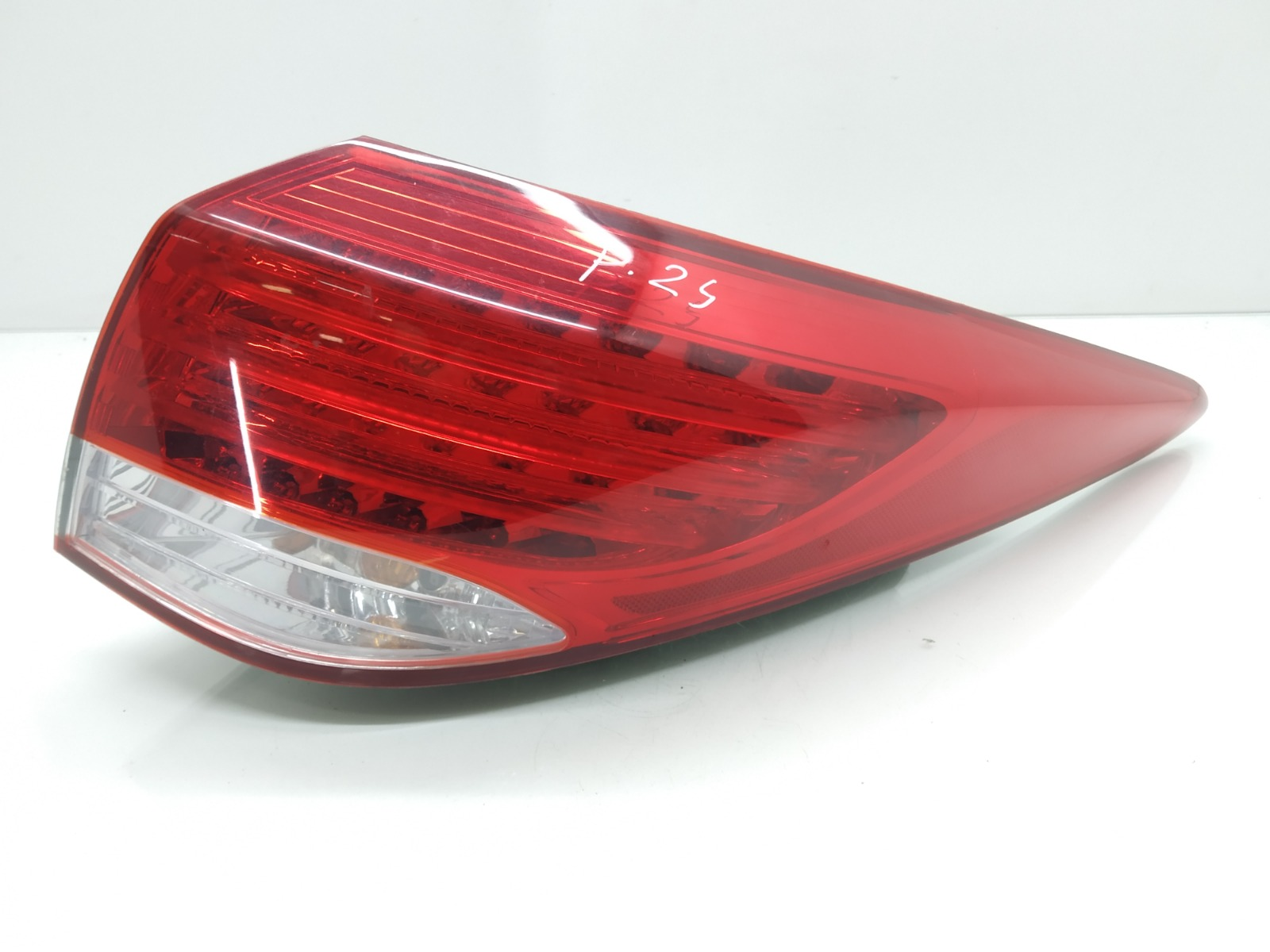 Фонарь задний правый Hyundai I40 1.7 TD 2012 (б/у)