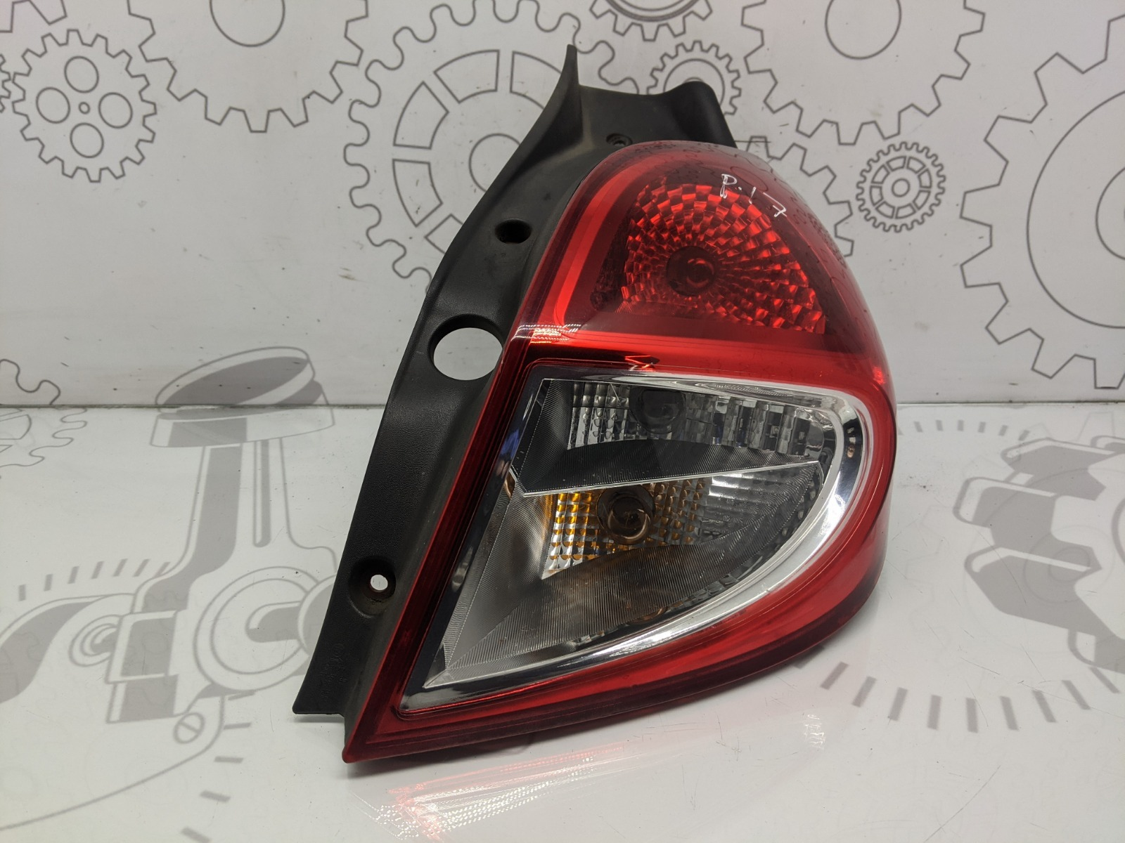 Фонарь задний правый Renault Clio 1.5 DCI 2010 (б/у)