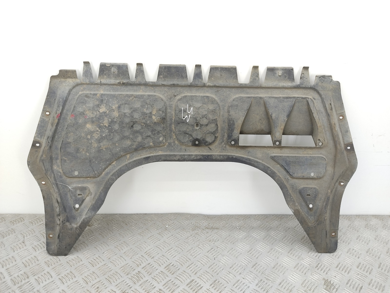 Защита двигателя Volkswagen Touran 1 1.6 I 2004 (б/у)