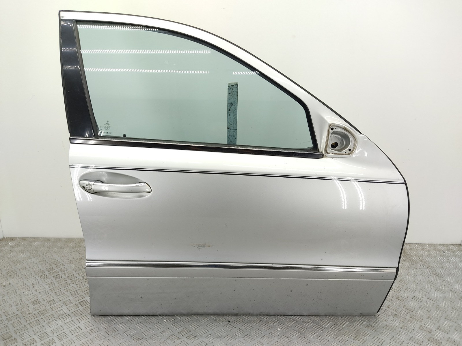 Дверь передняя правая Mercedes E W211 2.7 CDI 2005 (б/у)