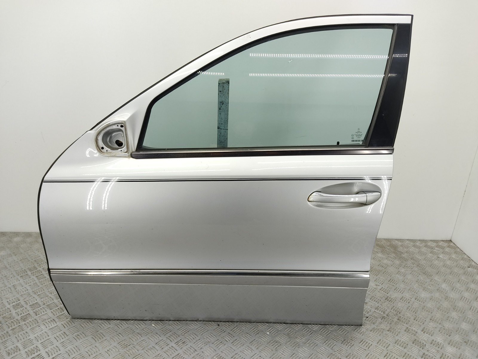 Дверь передняя левая Mercedes E W211 2.7 CDI 2005 (б/у)