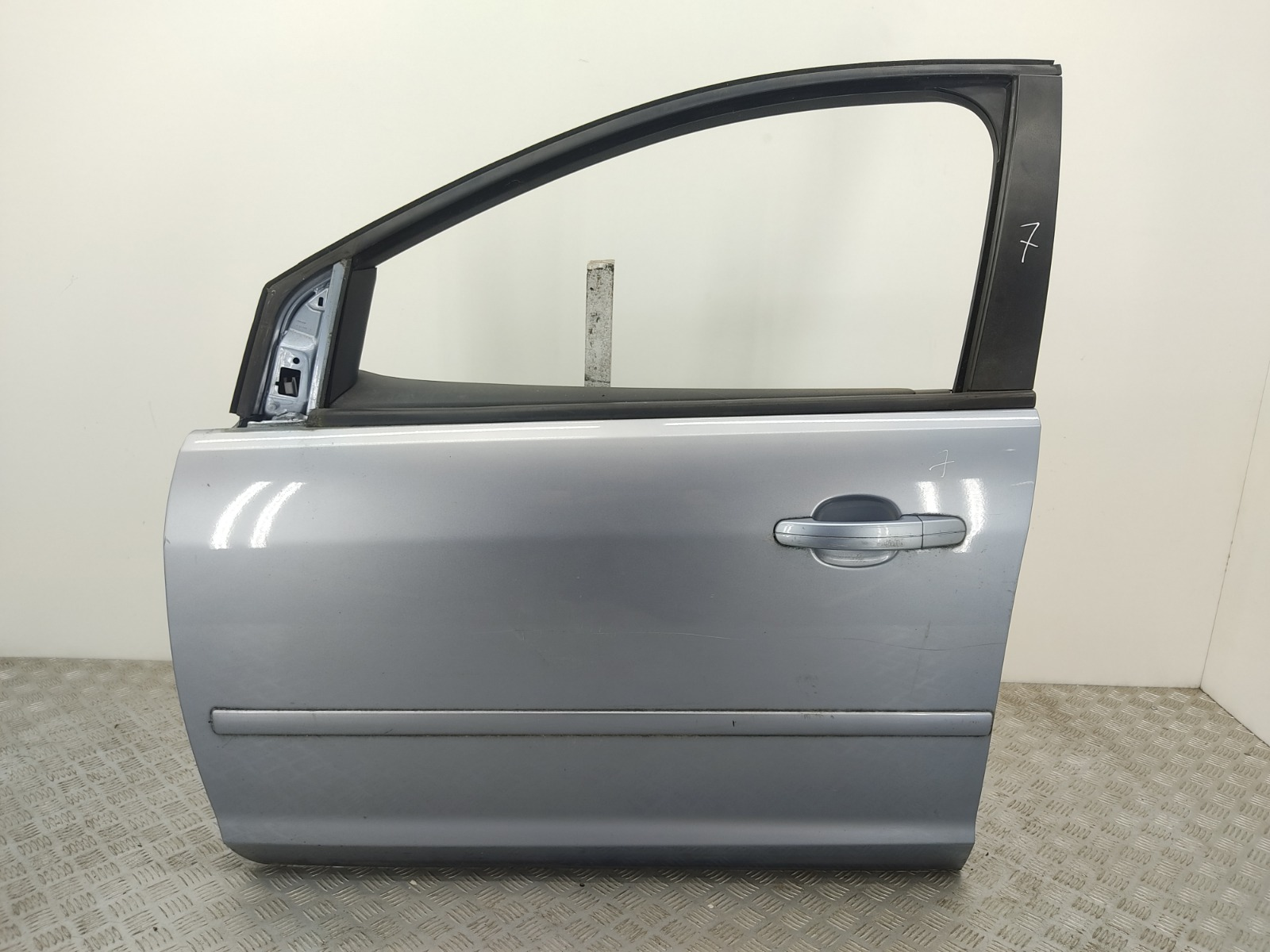 Дверь передняя левая Ford Focus 1.8 I 2007 (б/у)