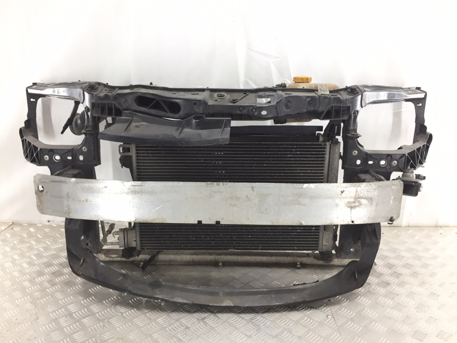 Панель передняя (телевизор) Opel Corsa D 1.2 I 2007 (б/у)