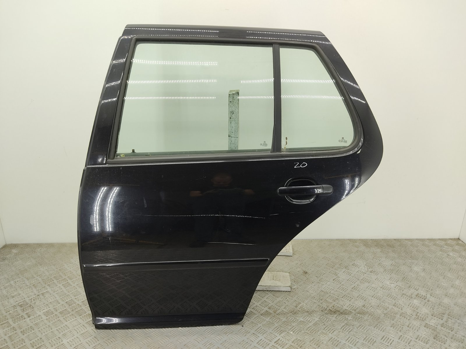 Дверь задняя левая Volkswagen Golf 4 2.3 I 2002 (б/у)