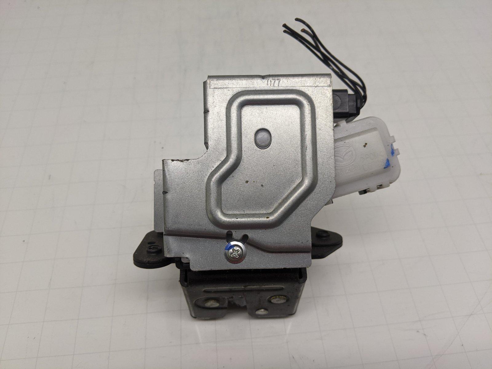 Замок багажника Mazda 2 1.5 I 2008 (б/у)