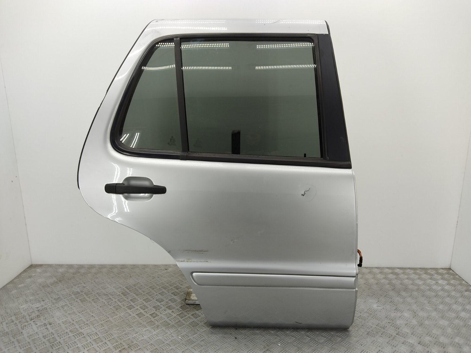 Дверь задняя правая Mercedes Ml W163 2.7 CDI 2003 (б/у)