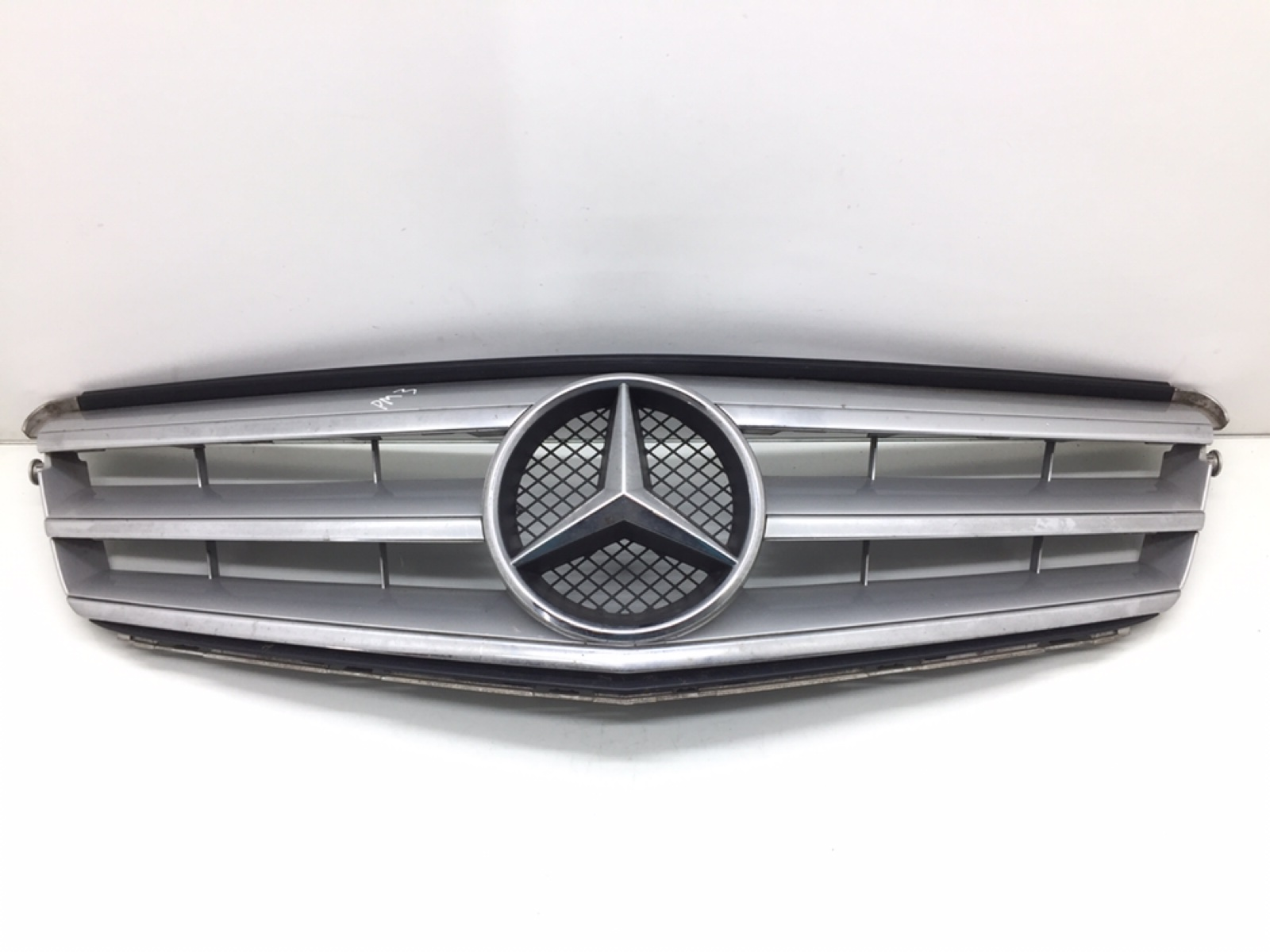 Решетка радиатора Mercedes C W204 2.2 CDI 2012 (б/у)